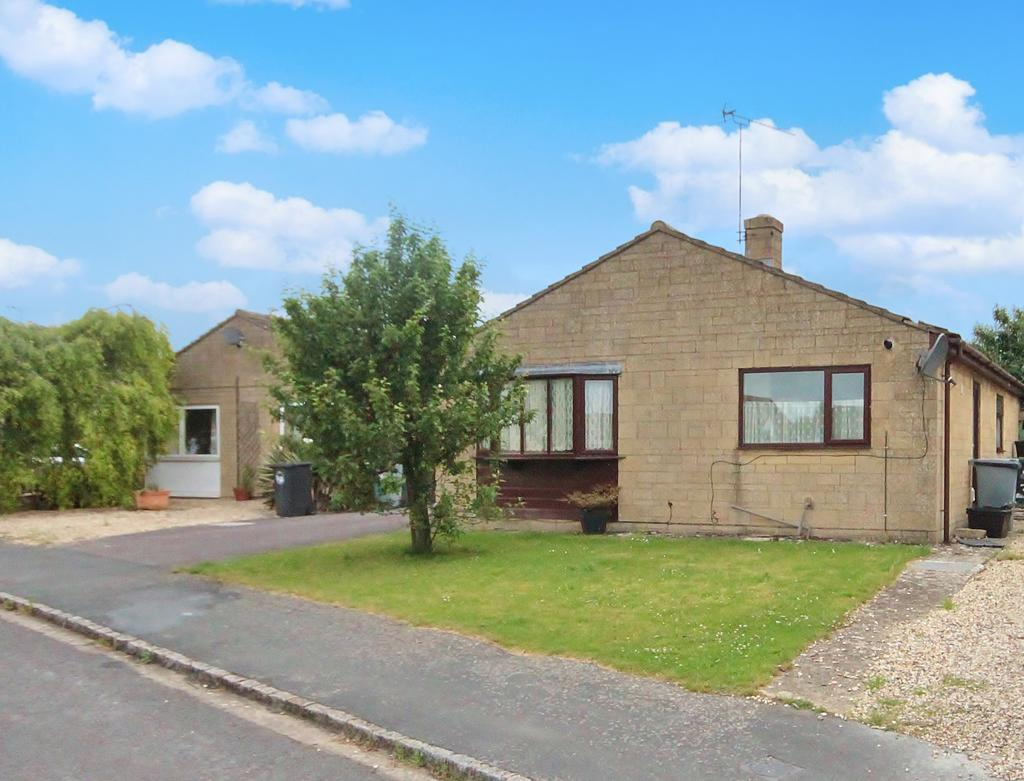 3 Bedrooms Detached Bungalow for sale in Larksfield Close, Carterton ox18