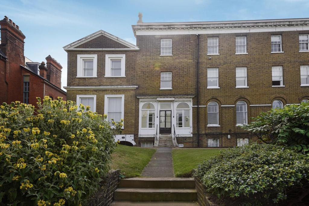 2 Bedrooms Flat for sale in Montpelier Row, Blackheath, SE3