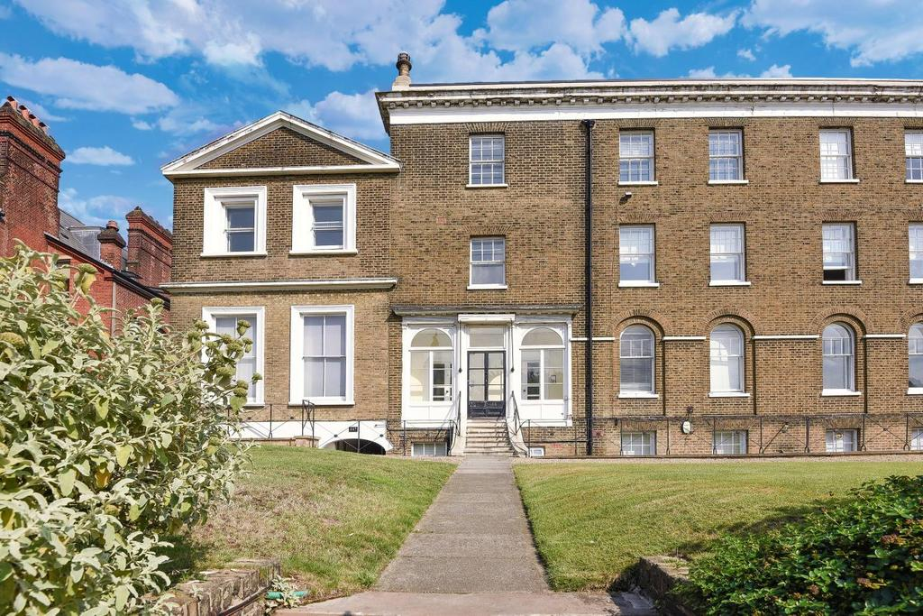 2 Bedrooms Flat for sale in Montpelier Row, Blackheath