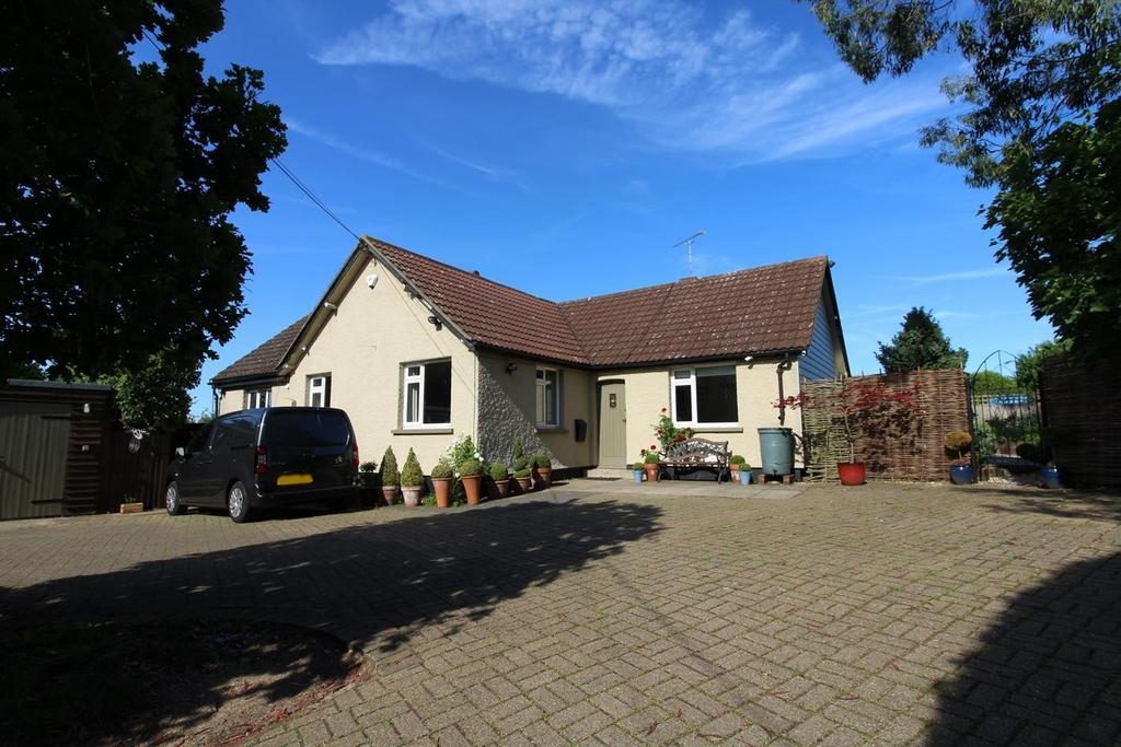 3 Bedrooms Detached Bungalow for sale in Terling Road, Hatfield Peverel, Chelmsford, CM3