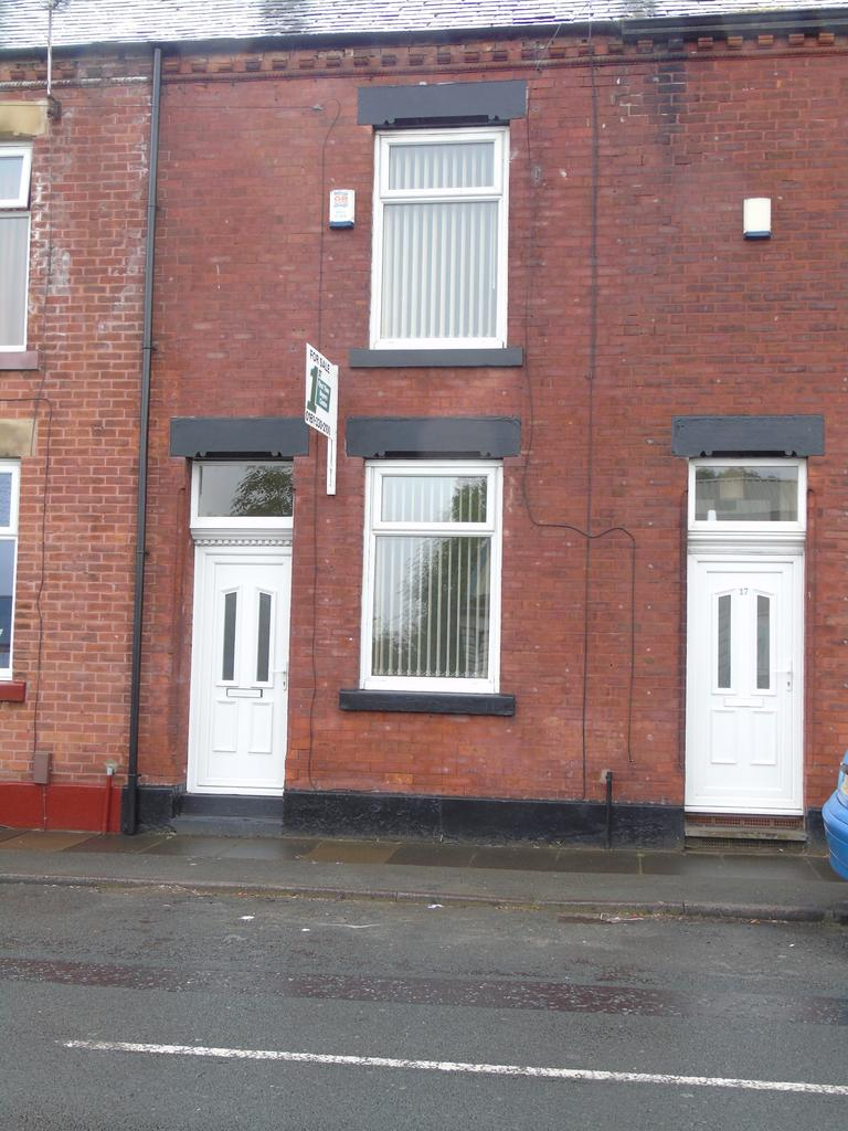 2 Bedrooms Terraced House for sale in Wharf Street, Dukinfield SK16