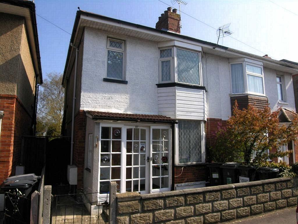 Studio Flat for rent in Elmes Road, STUDENTS, Bournemouth, Dorset, BH9