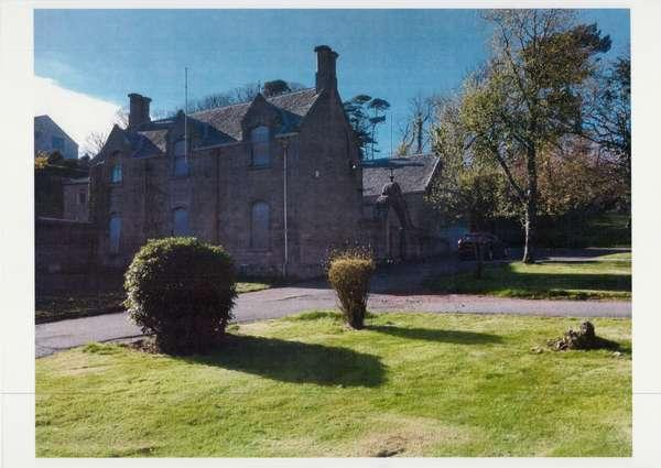 3 Bedrooms Villa House for sale in The Stables, Coachhouse, 2 Clifton Street, Garrison Grounds, Millport, KA28 0DG