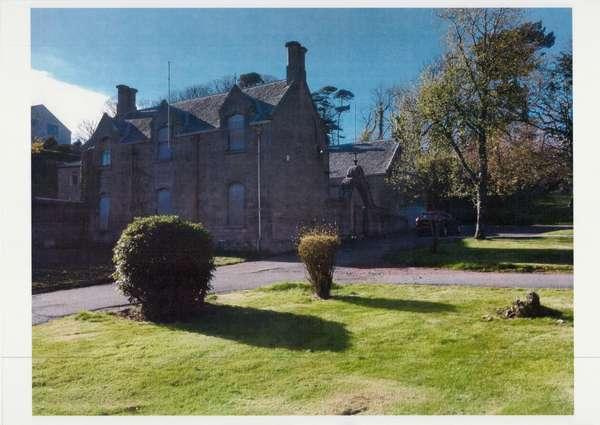 1 Bedroom Villa House for sale in The Stables, Coachhouse, 2 Clifton Street, Garrison Grounds, Millport, KA28 0DG
