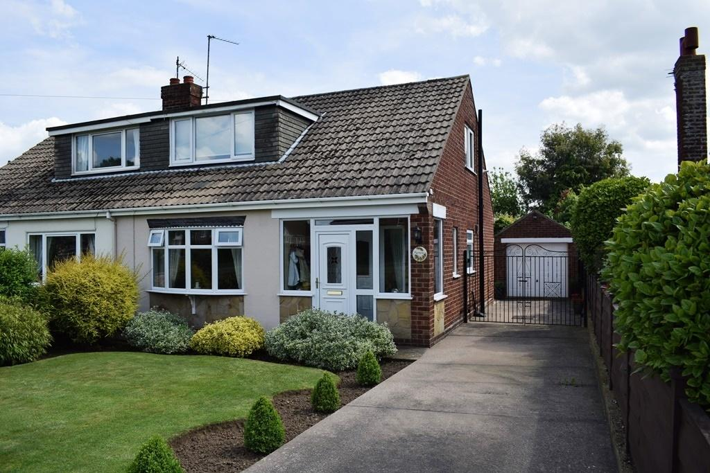 3 Bedrooms Semi Detached Bungalow for sale in Barnoldby Road, Waltham