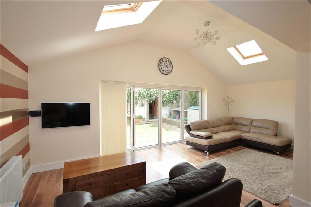 3 Bedrooms Detached Bungalow for sale in Anstey Close, Eastwood, Leigh-On-Sea, Essex