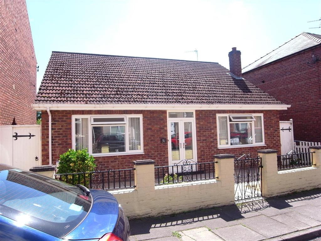 3 Bedrooms Detached Bungalow for sale in Crosby Street, Darlington