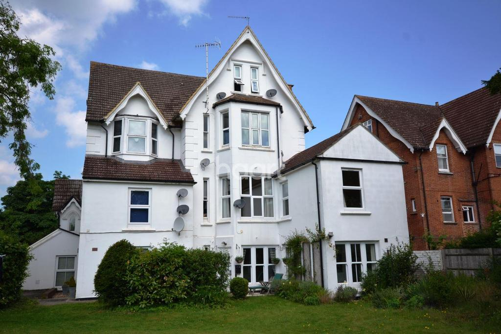 2 Bedrooms Flat for sale in Boxgrove, Guildford, Surrey