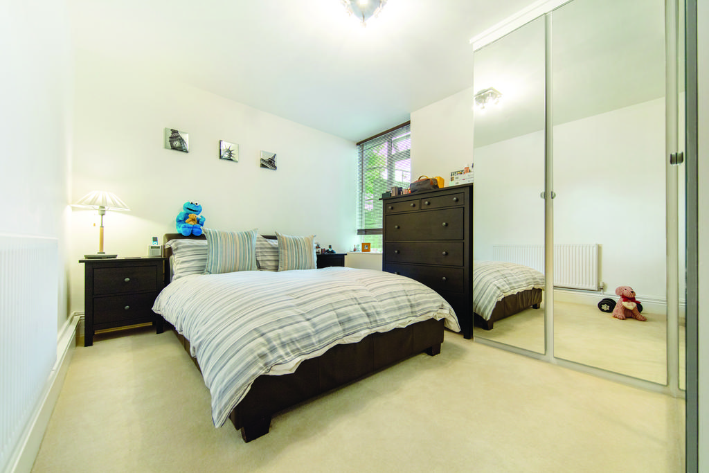 2 Bedrooms Flat for sale in Leigham Court Road, SW16