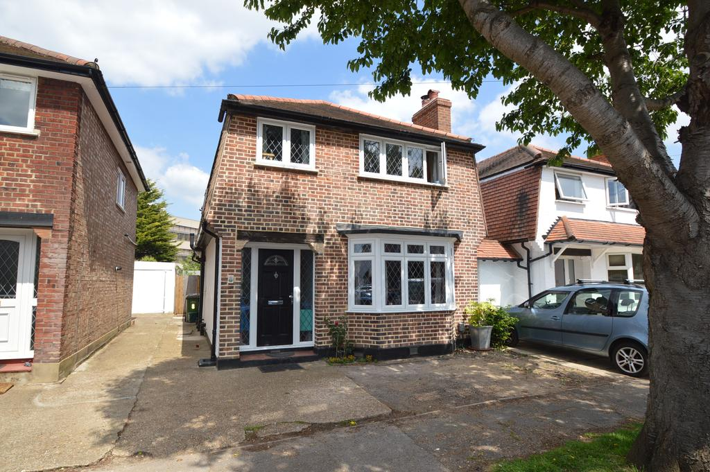 4 Bedrooms Detached House for sale in Claremont Close, HERSHAM VILLAGE KT12