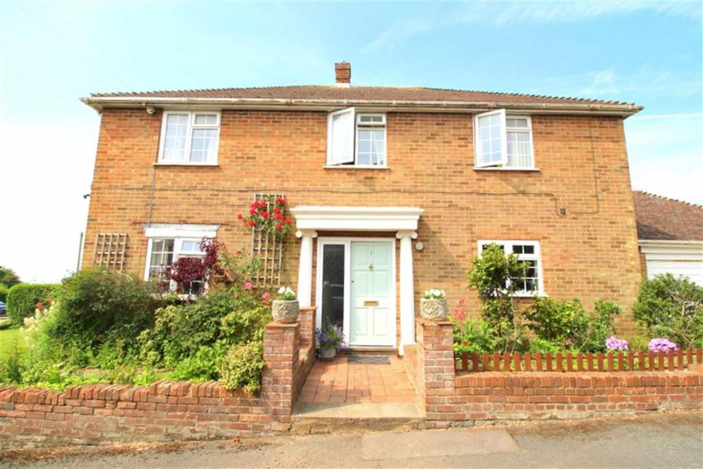 4 Bedrooms Detached House for sale in Newmans Way, Hastings
