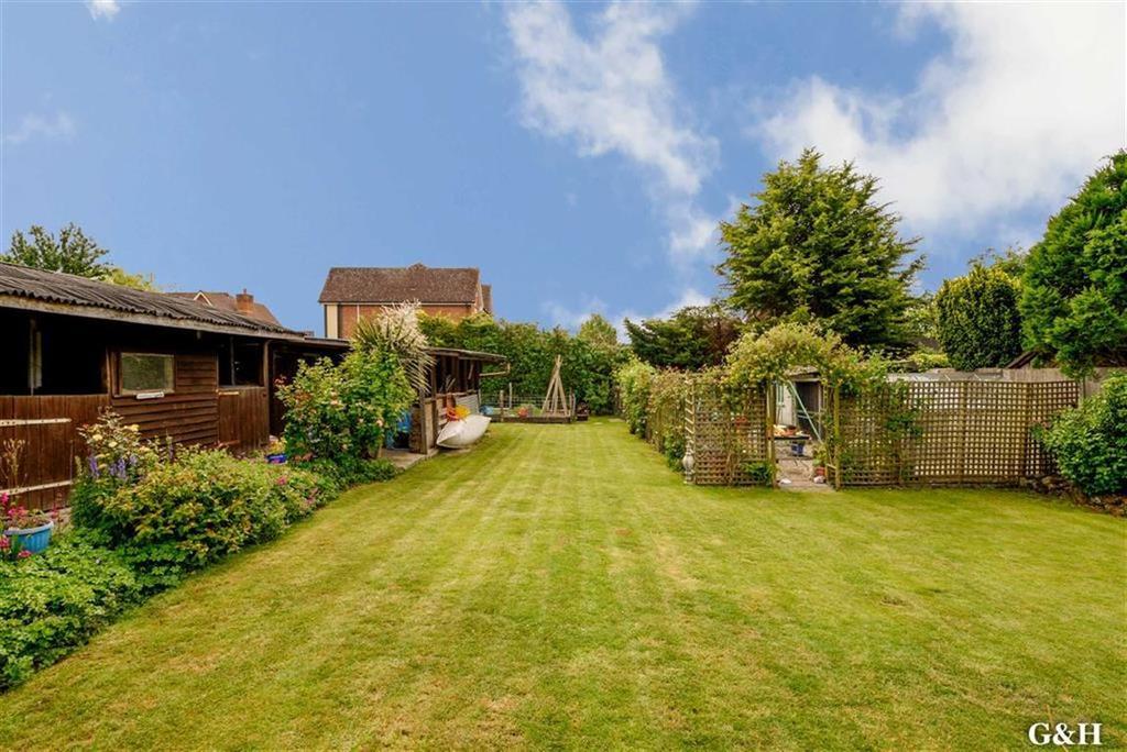 4 Bedrooms Detached Bungalow for sale in Sandyhurst Lane, Ashford, Kent