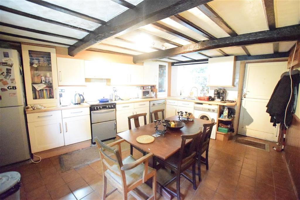 2 Bedrooms Cottage House for sale in St Annes Square, Holmfirth, HD9