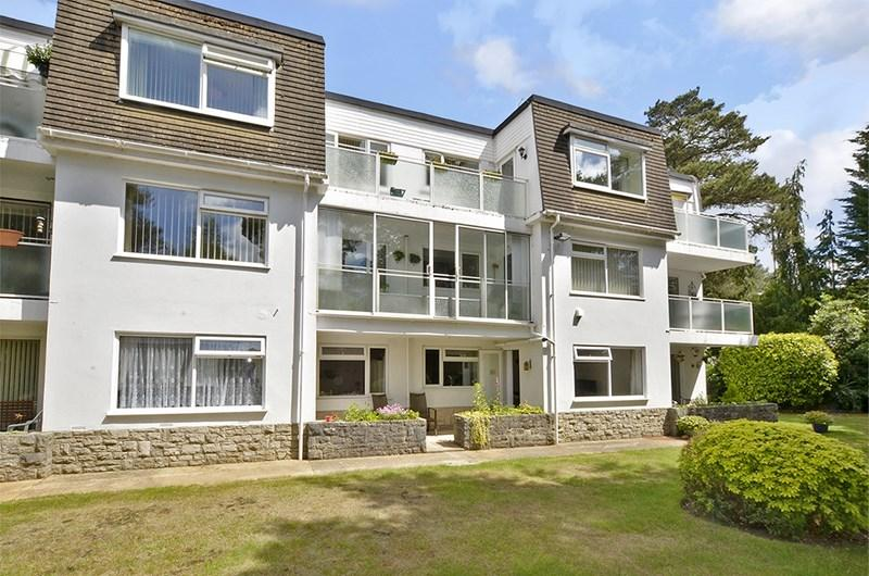 2 Bedrooms Apartment Flat for sale in Glenmoor Road, Ferndown