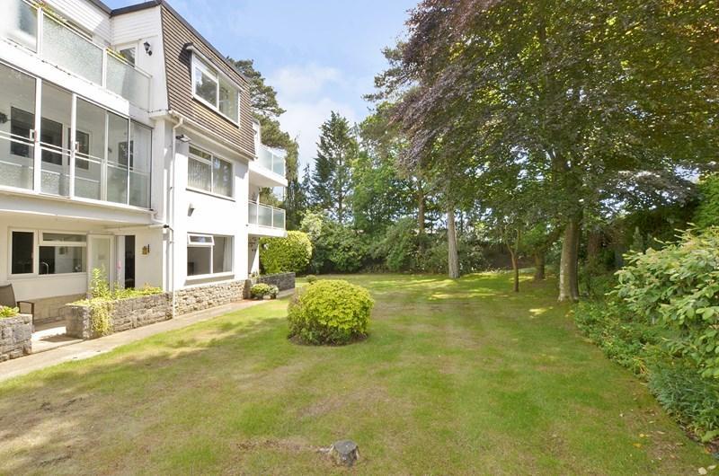 2 Bedrooms Apartment Flat for sale in Glenmoor Road, Ferndown