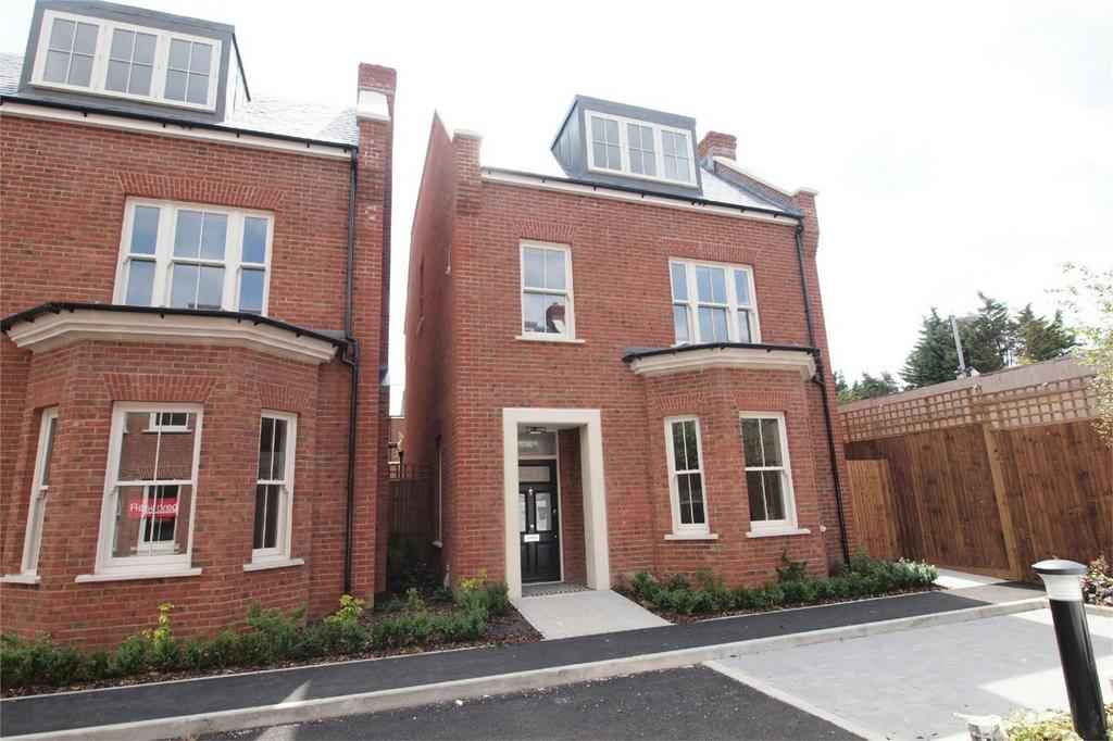 5 Bedrooms Detached House for sale in Copers Cope Road, Beckenham