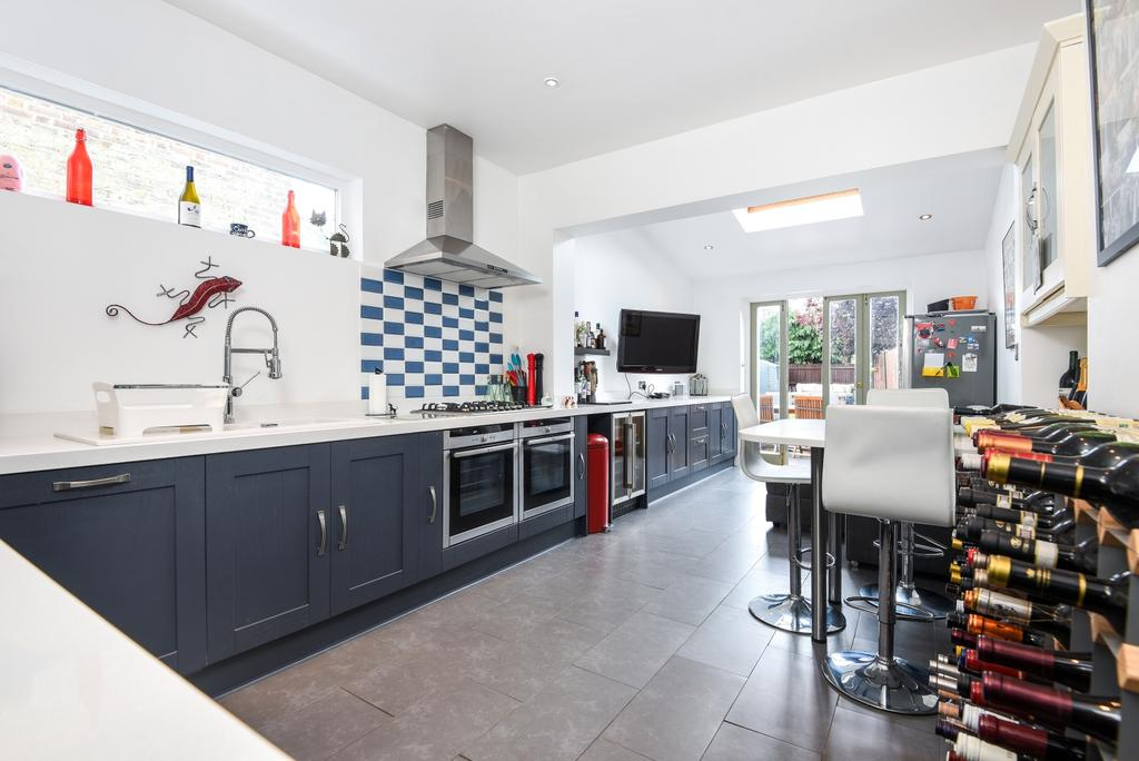 3 Bedrooms Terraced House for sale in Kinveachy Gardens, London, SE7