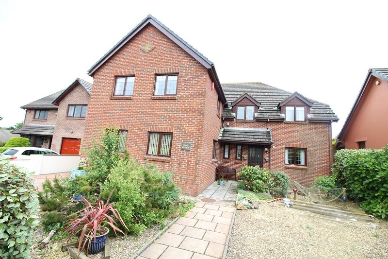 5 Bedrooms Detached House for sale in 2 Roebuck Close, Steynton, Milford Haven, Pembrokeshire. SA73 1AS