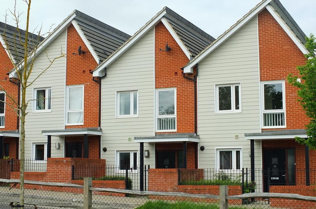 2 Bedrooms House for sale in Woodstock Place, Haywards Heath, RH16