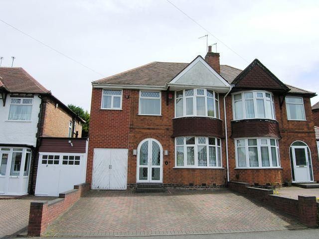 3 Bedrooms Semi Detached House for sale in Wrekin Road,Kingstanding,Birmingham