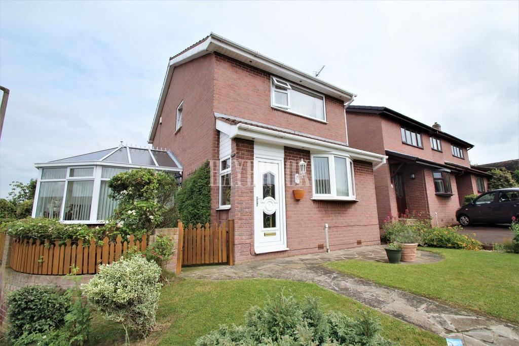 3 Bedrooms Detached House for sale in Crossfield Drive, Wath upon Dearne