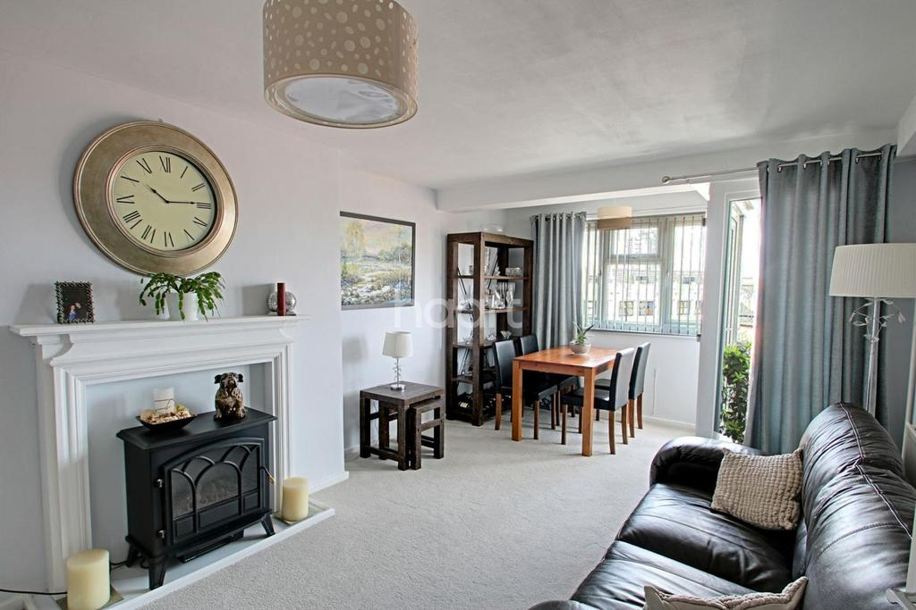 2 Bedrooms Flat for sale in Broadgate House, Barking Road