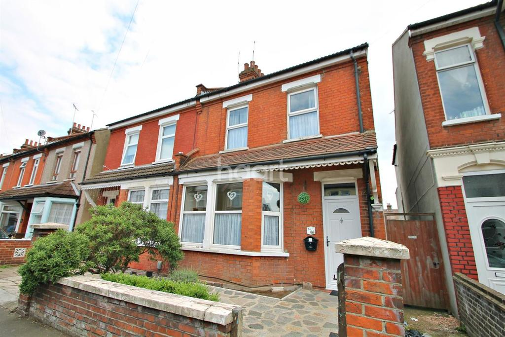 3 Bedrooms Semi Detached House for sale in South Avenue, Southend-On-Sea