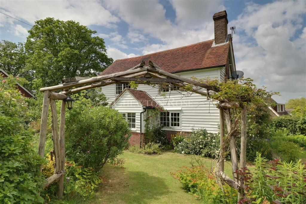 4 Bedrooms Detached House for sale in Wadhurst, East Sussex. TN5