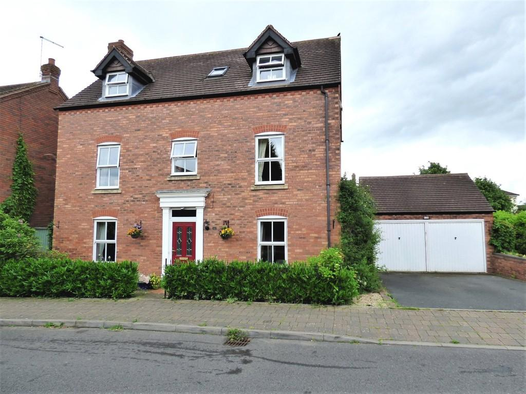5 Bedrooms Detached House for sale in Walnut Walk, Lichfield