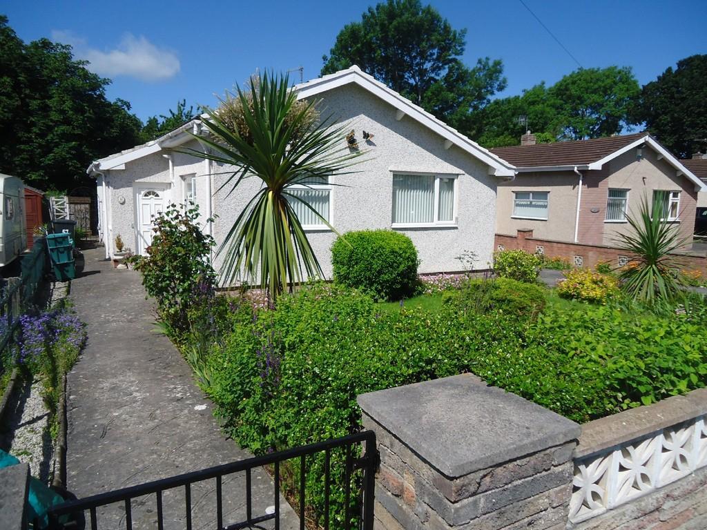 3 Bedrooms Detached Bungalow for sale in Pendyffryn, Llandudno Junction