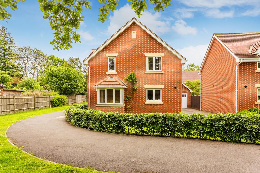 4 Bedrooms Detached House for sale in Winchester Road, FOUR MARKS, Hampshire