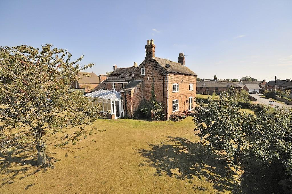 5 Bedrooms Detached House for sale in The Bembows