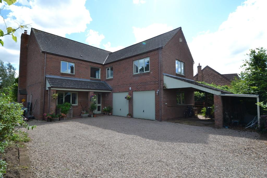 5 Bedrooms Detached House for sale in Horseman's Green