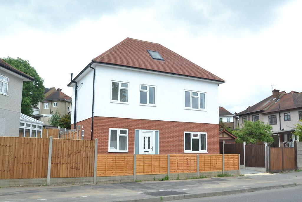 4 Bedrooms Detached House for sale in Clockhouse Lane
