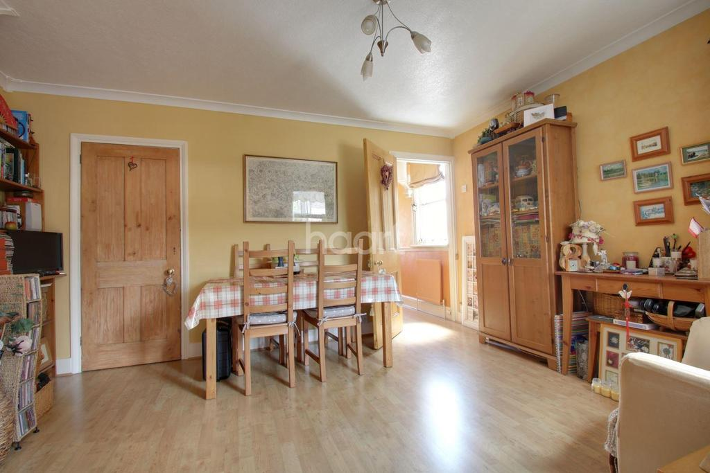 3 Bedrooms Semi Detached House for sale in Marlin Square, Abbots Langley, WD5