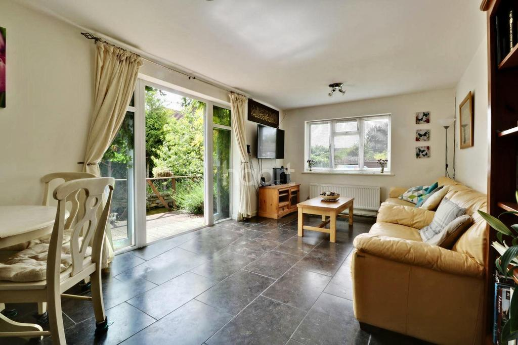 4 Bedrooms Bungalow for sale in Chalk Pit Avenue, Orpington, Kent, BR5