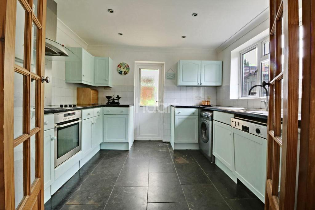 4 Bedrooms Bungalow for sale in Chalk Pit Avenue, Orpington, Kent, BR5