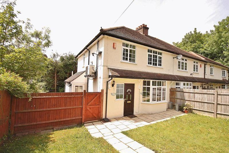 3 Bedrooms Semi Detached House for sale in Court Bushes Road, Whyteleafe
