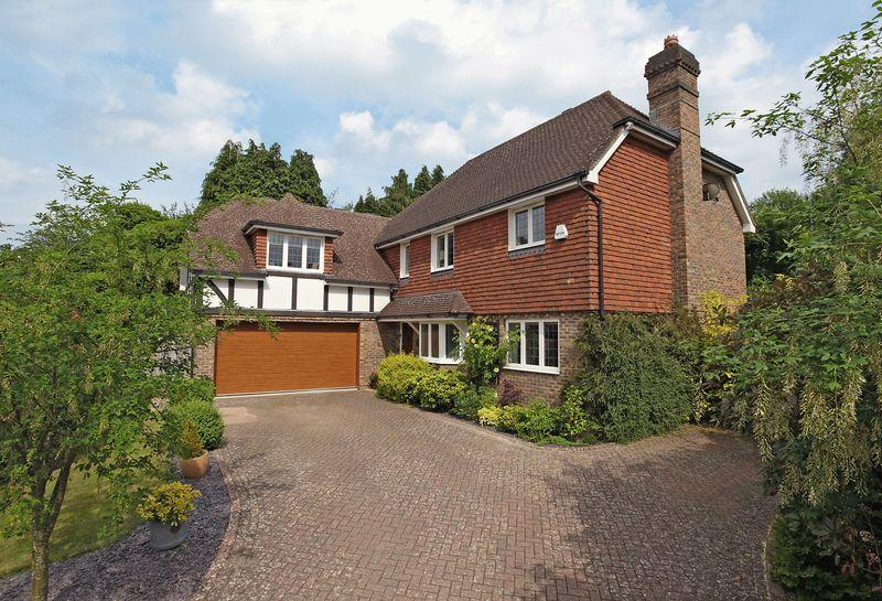 5 Bedrooms Detached House for sale in Langridge Close, Crowborough, East Sussex