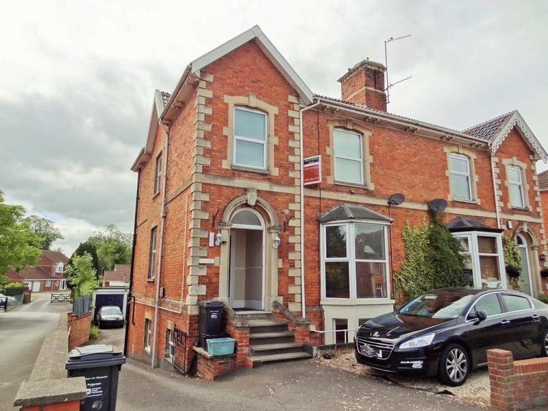 7 Bedrooms Semi Detached House for sale in Taunton Road, Bridgwater