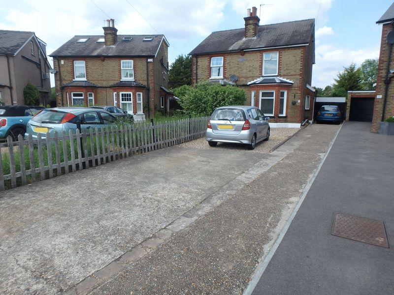 3 Bedrooms Semi Detached House for sale in Miles Road, Epsom