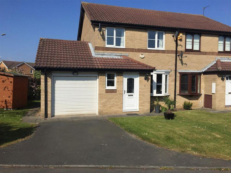 3 Bedrooms Semi Detached House for sale in Prestbury Avenue, Cramlington