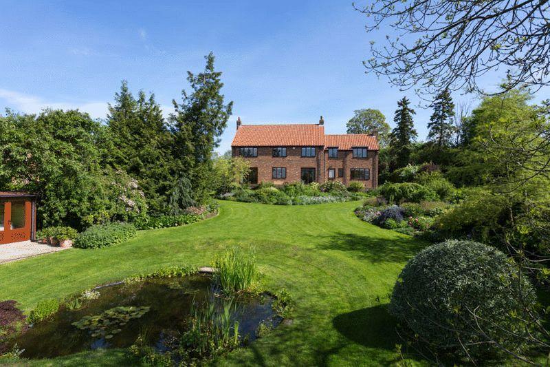5 Bedrooms Detached House for sale in Ruffa Dene, Pickering