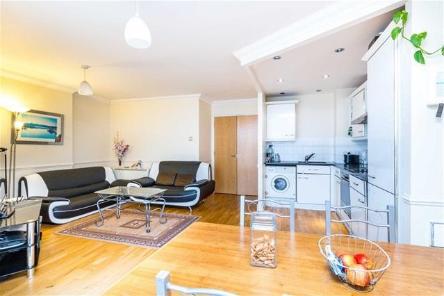 2 Bedrooms Flat for sale in Sunderland Point, Royal Docks