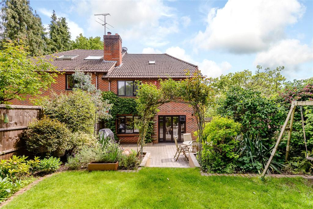 4 Bedrooms Semi Detached House for sale in Rosslea, Windlesham, Surrey