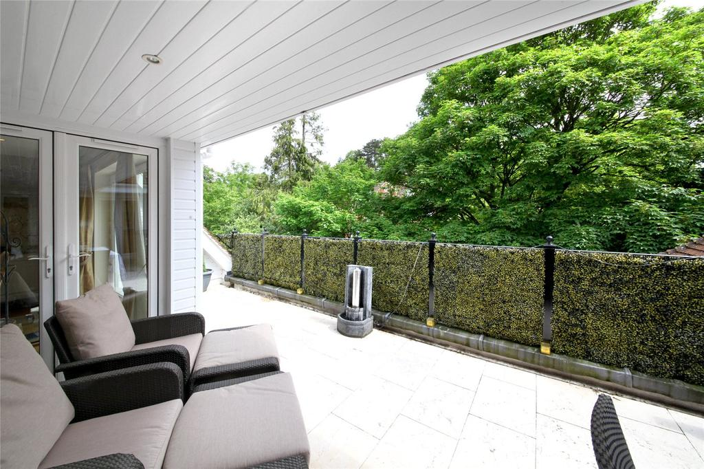 3 Bedrooms Penthouse Flat for sale in Dorchester Mansions, Cross Road, Sunningdale, Berkshire