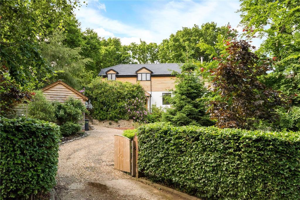 5 Bedrooms Detached House for sale in Jubilee Lane, Wrecclesham, Farnham, Surrey, GU10