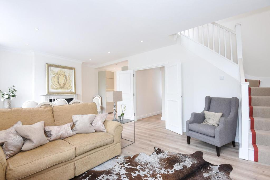 3 Bedrooms Maisonette Flat for sale in Putney Bridge Road, Putney, SW15