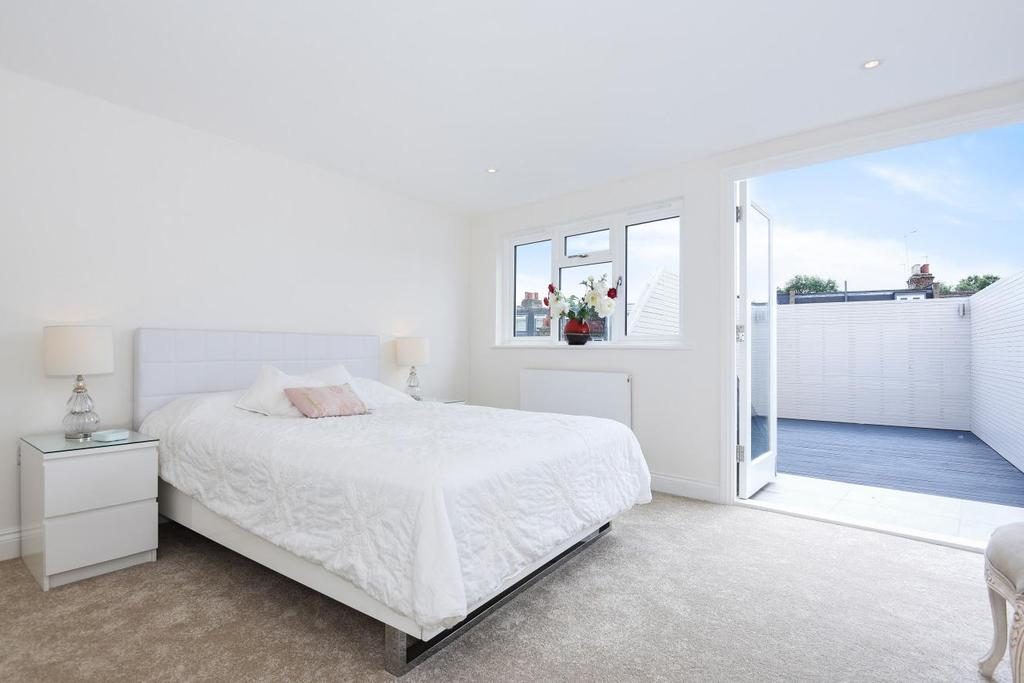 3 Bedrooms Maisonette Flat for sale in Putney Bridge Road, Putney