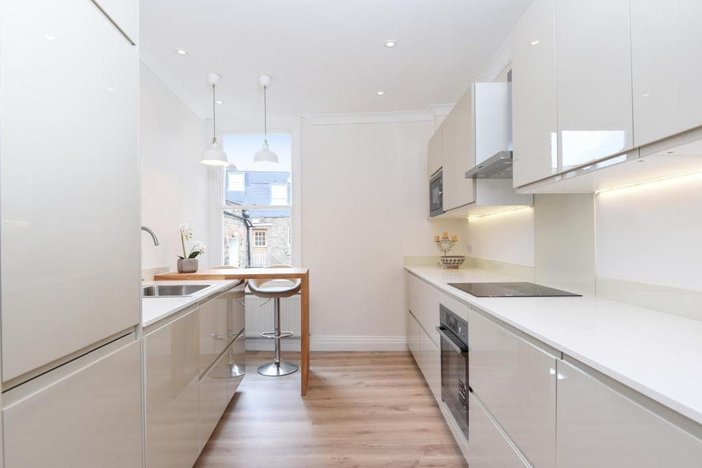 3 Bedrooms Maisonette Flat for sale in Putney Bridge Road, Putney